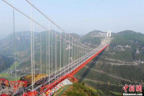 """中国""""世界上最美大桥"""":在云端上开车的建筑奇观"""