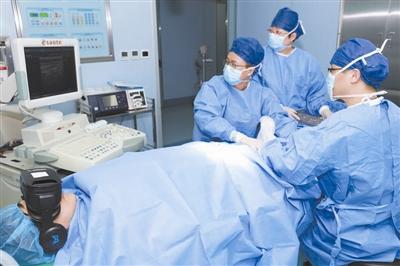 """边动手术边看""""戏"""" 浙江一医院用VR眼镜 舒缓患者情绪"""