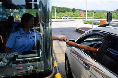 交通运输部: 推动取消高速公路省界收费站