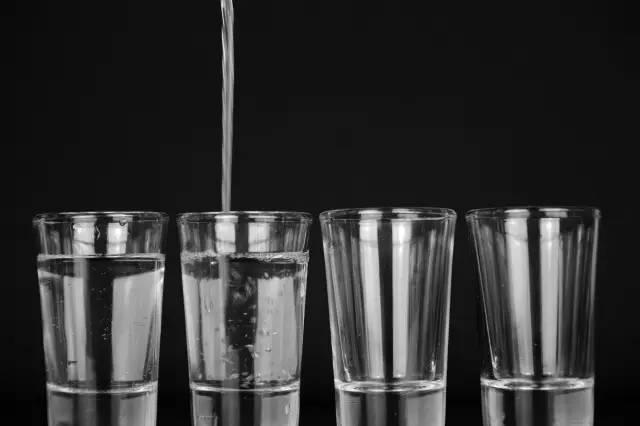 早晨第一杯水喝什么最好?原来是这种水