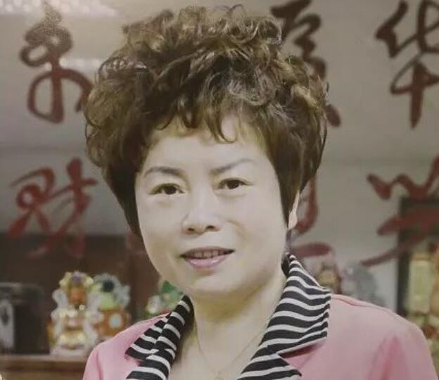 """秦秀莲:闯荡香港35年,打造""""家具王国"""",不忘反哺家乡"""
