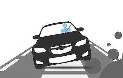 车辆侧翻驾驶员受困 十多位市民合力推车救人