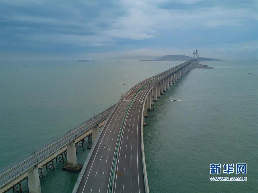 世界上最长跨海峡公铁两用大桥,修通了!